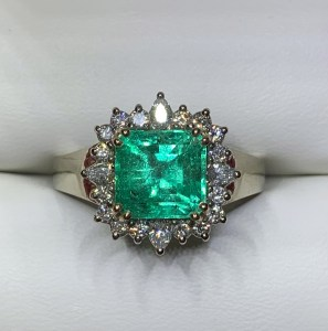 Ring - Emerald statement ring with a diamond halo