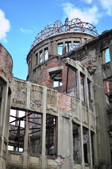 The Dome. Den här byggnaden har bevarats så som den stod precis efter bomben. En av få byggnader som inte jämnades med marken helt.