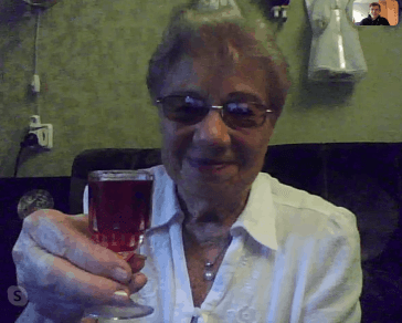Andrew shares a toast with Emilia Nissenbaum, an 89-year-old JDC client in Odessa.