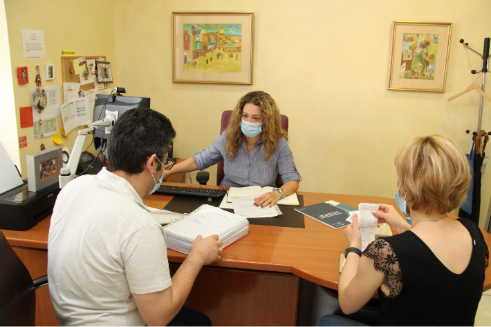 JDC volunteers in an office in Europe meeting about the New Poor.