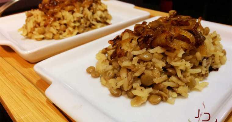 Mjadra, deliciosa receita árabe de arroz com lentilha