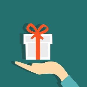Prise de recul : se récompenser pour fêter chaque victoire et oublier les déconvenues - Une main offrant un cadeau