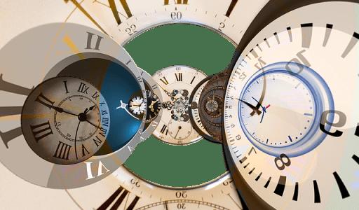 Carpe diem : comment vivre l'instant présent ? Plusieurs cadrans d'horloges et de montres se juxtaposant