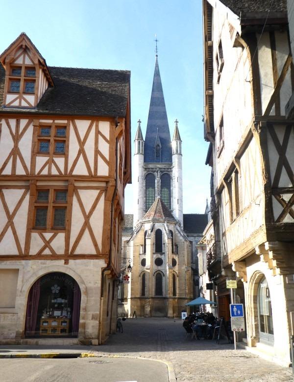 Croisement rue verrerie et rue de la Chouette, patrimoine architectural bourgogne