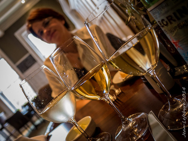 A flight of wine: Chablis, Oaked Chardonay, Tawse Sparkling -> Perfect for Oysters