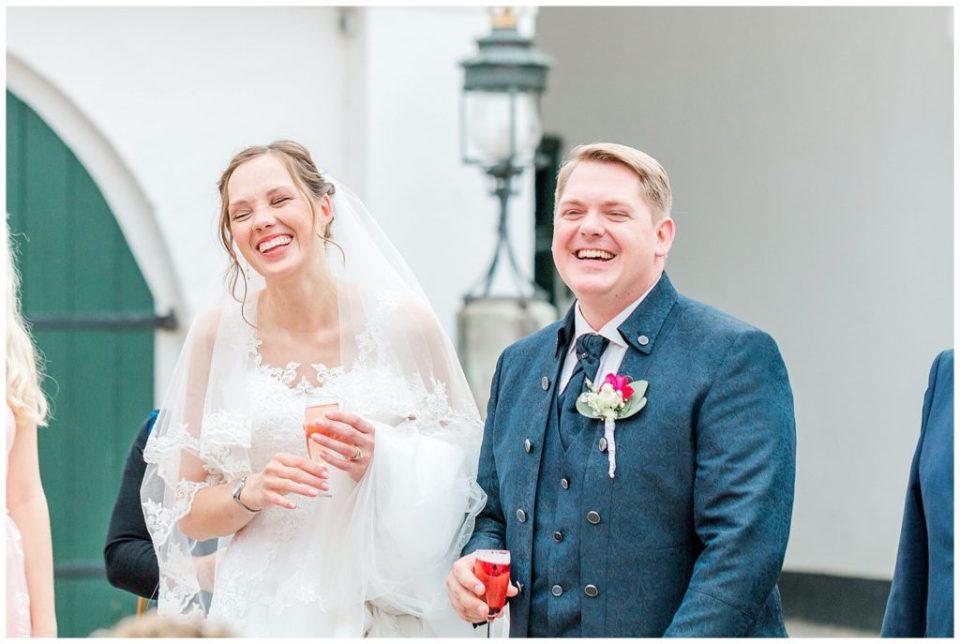 billede af bryllupsreception ved bryllup i nordtyskland ved glücksburg slot til bryllupsinspiration for bruden og gommen taget af aarhus bryllupsfotograf jeanette merstrand