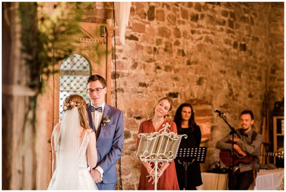 bryllupsbilleder af rustikt bryllup i lade