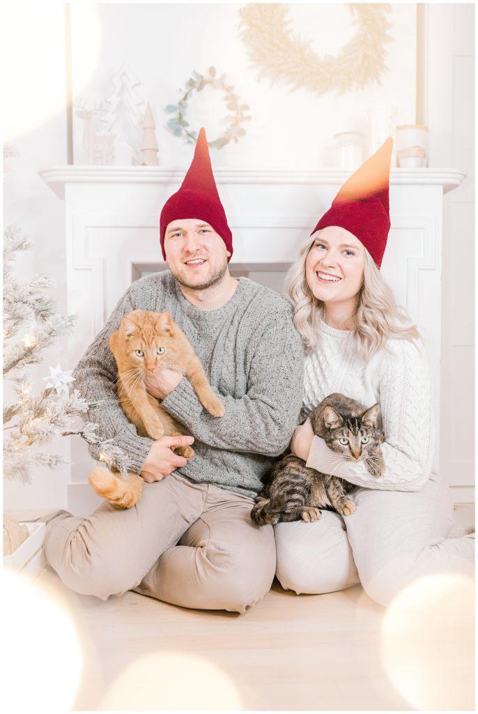 vores jul og familiebilleder ved juletræet taget af bryllupsfotograf portrætfotograf jeanette merstrand