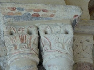 Colonnes et chapiteau