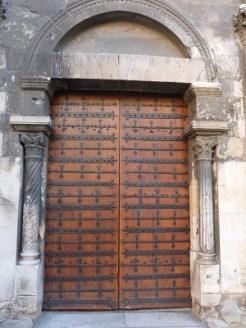 Portail de la nef romane