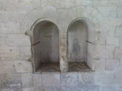 Le cloître, Galerie, niches