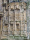 Portail d'entrée , niches à statues