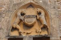 Abbaye de Charlieu- façades contreforts et blason