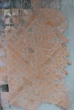 Cour du prieur, ancien dallage de la chapelle