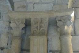 Chapiteau de l'abside représentant un homme-feuille