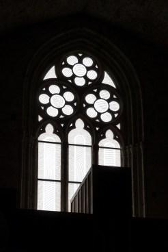 Abbaye de Sylvanès - vitrail- façade ouest vu de l'intérieur
