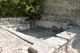 Cour du chevet et terrasse - bassin
