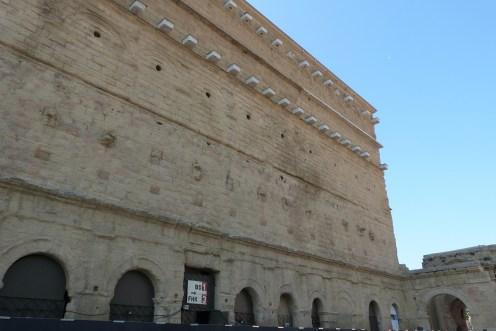 Mur de scène - façade extérieure
