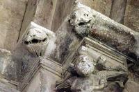 Décoration des chapiteaux - L'évangéliste Mathieu en ange barbu