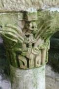 Décoration de la colonne du bénitier