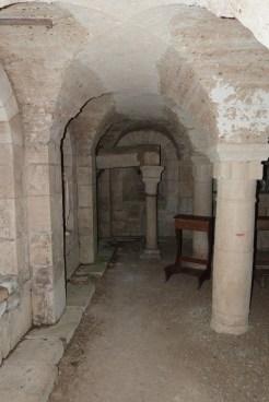 Au fond le sarcophage supposé de Saint Denis
