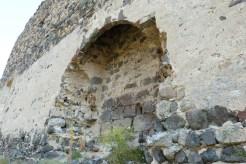 La grande salle, mur du fond du corps de logis nord-est.