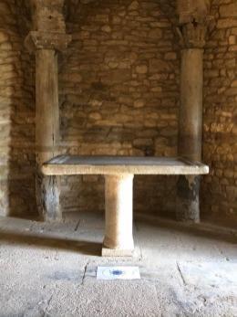 Abside nord et autel