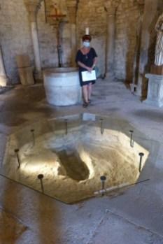 Bassin d'immersion du baptistère