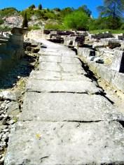 Allée centrale - Canalisations pour l'évacuation des eaux usées