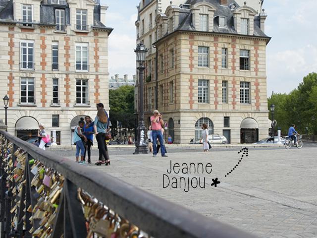 Jeanne Danjou est situé au coeur du Paris historique, sur Pont Neuf, à l'entrée de la place Dauphine.