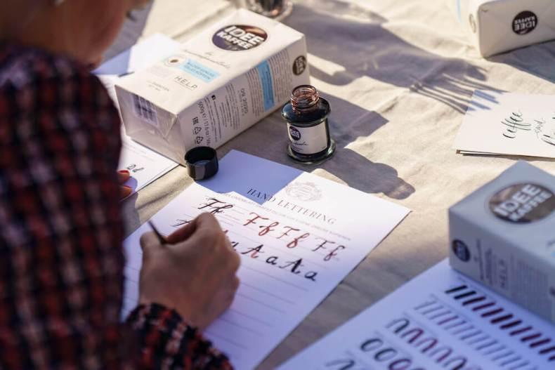 Personalisierte, individuelle Hand Lettering & Kalligraphie Workshops Kurse Hamburg Event Kalligrafie Hafen Bremen Idee Kaffee Schönschrift Firmenevent