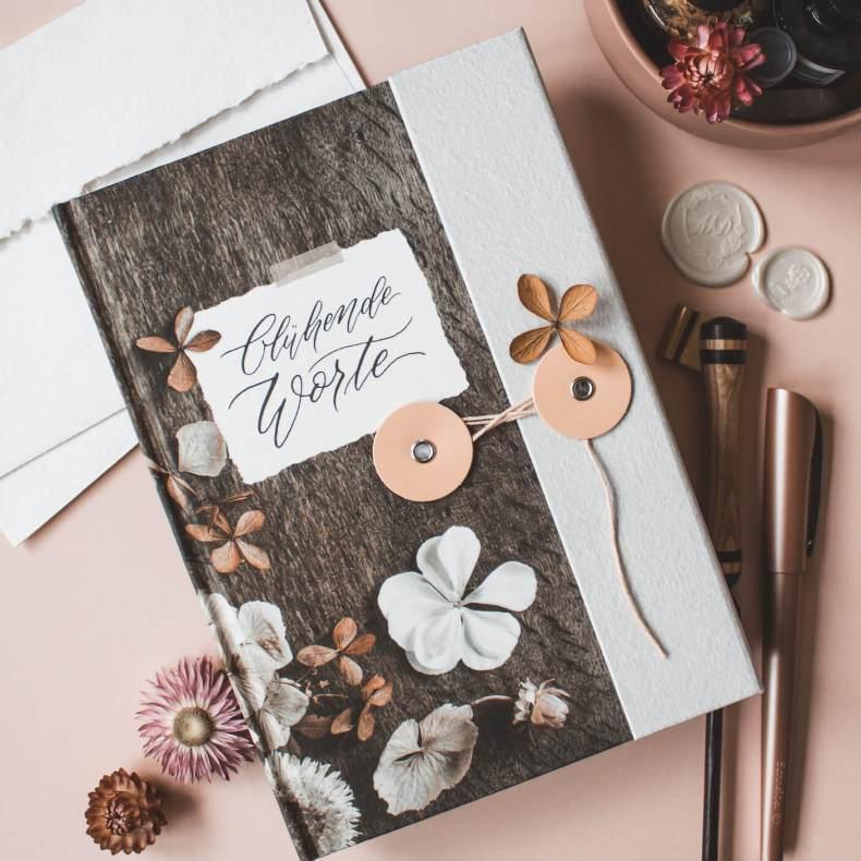 Buch gebunden Notizen gepunktet Notizbuch To-Do-Liste floral Trockenblumen Watercolour Kalligrafie Kalligraphie Blumen floral Termine Büro Geschenk