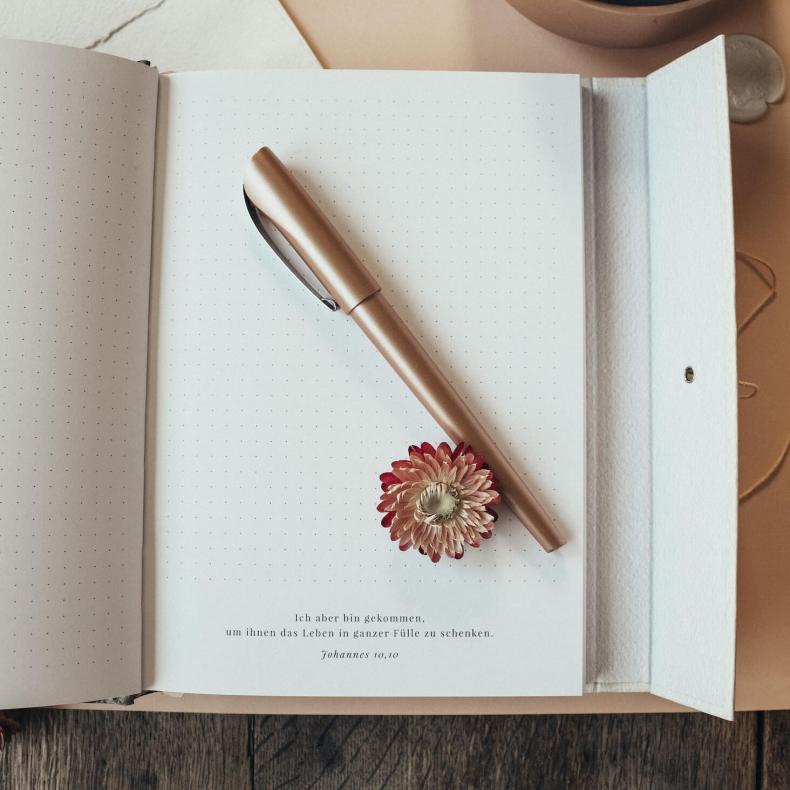 Buch gebunden Notizen gepunktet Notizbuch To-Do-Liste floral Trockenblumen Watercolour Kalligrafie Kalligraphie Termine Büro Geschenk