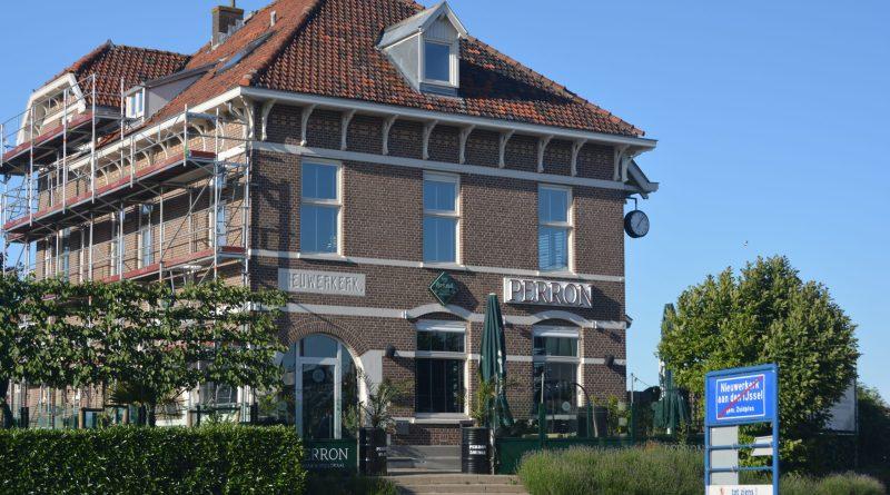 Robèr Willemsen en Joyce de Jong nemen Perron Nieuwerkerk over