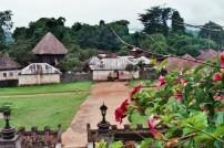 Vue de la chefferie Bafut et de sa grande case © Estelle Vanneste