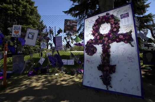 Prince Death Memorial - CARLOS GONZALEZ, STAR TRIBUNE
