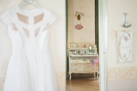 Jedanfrajeribidermajerpripremamladebridepreparationbrideweddingdress