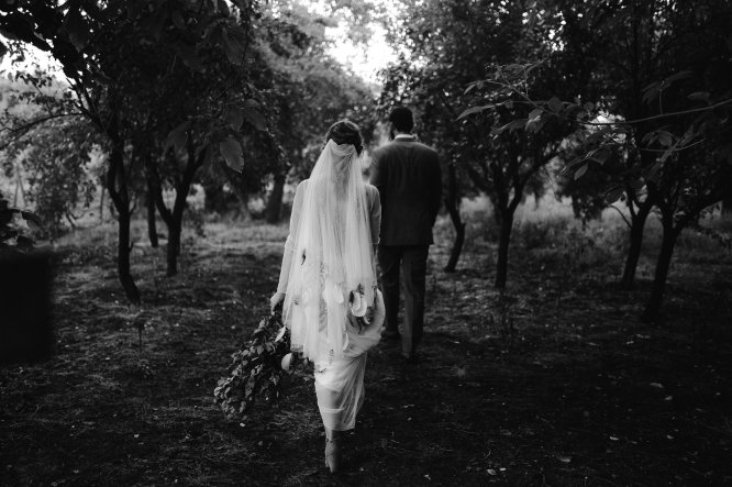 Jedanfrajeribidermajer_bride___groom_walk