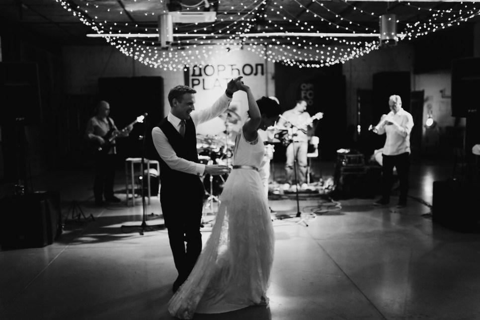 Jedan_frajer_i_bidermajer_serbian_belgrade_wedding_wedding_planning_modern_bride_groom_first_dance (3)