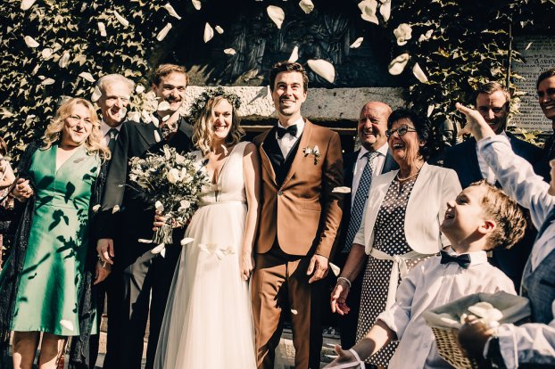 Jedan_frajer_i_bidermajer_serbian_belgrade_wedding_wedding_planning_bride_groom_family_decoration_rose_petals
