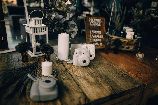 Jedan_frajer_i_bidermajer_serbian_belgrade_wedding_wedding_planning_decoation_polaroid_corner_1
