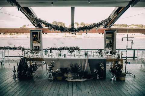 Jedan_frajer_i_bidermajer_serbian_belgrade_wedding_wedding_planning_decoration_greenery_lights