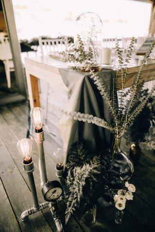 Jedan_frajer_i_bidermajer_serbian_belgrade_wedding_wedding_planning_decoration_greenery_lights_1