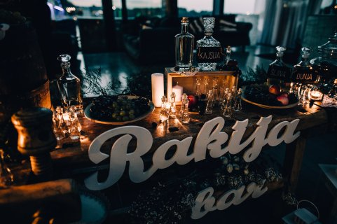 Jedan_frajer_i_bidermajer_serbian_belgrade_wedding_wedding_planning_decoration_rakija_bar