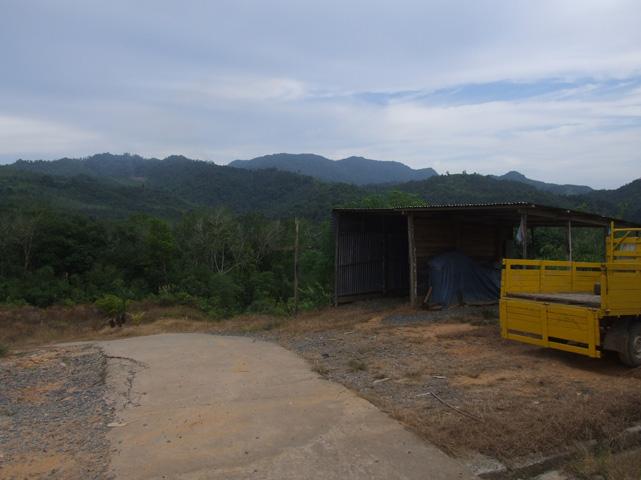Bukit Sadok and the other peaks of the range, viewed from the Jambu Kerampak longhouse.