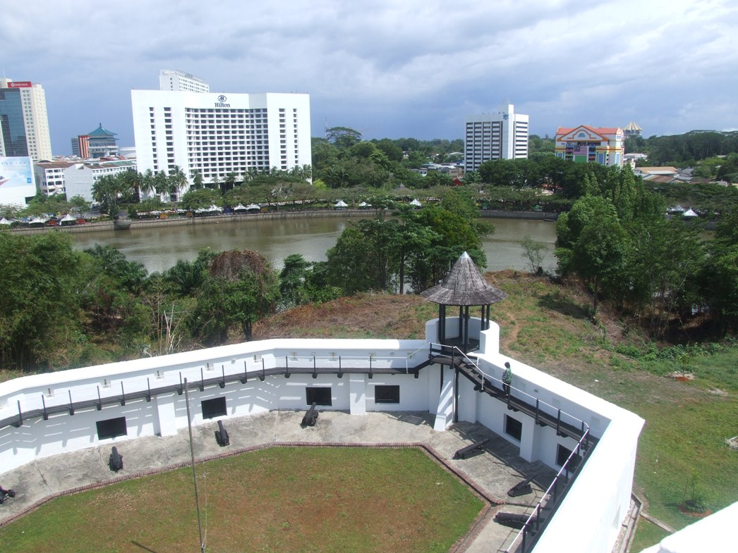 The curtain wall of the fort encompassing the courtyard, and the view of the city.