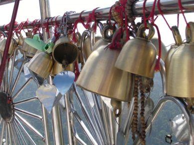 Na miejscu - dzwonki jak kłódki na moście