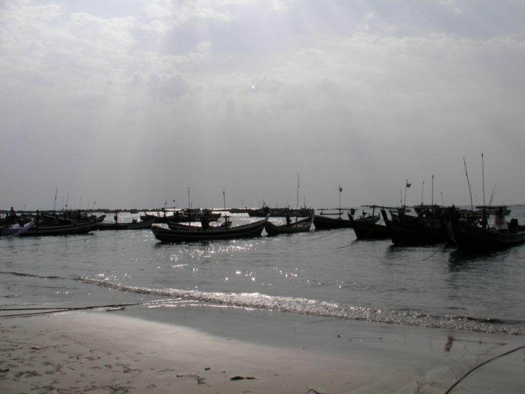 Wioska rybacka oddalona o rzut słoniowym bobkiem od Ngapali