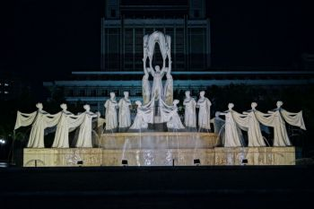 Pjongjang - pomnik Diamentowych Wróżek