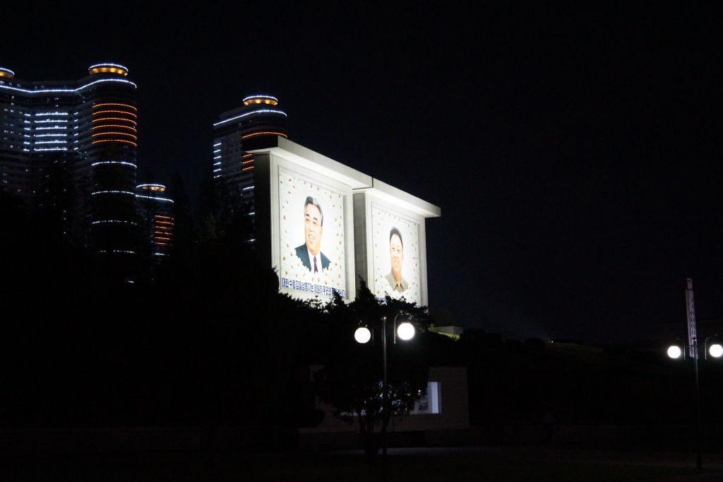 Pjongjang - portrety Wodzów